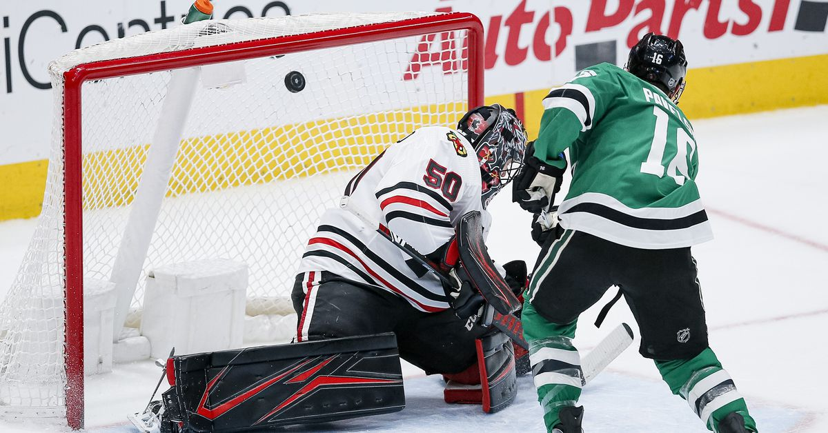 Blackhawks' losing ways continue versus staunch Stars, but Carlsson's debut a bright spot