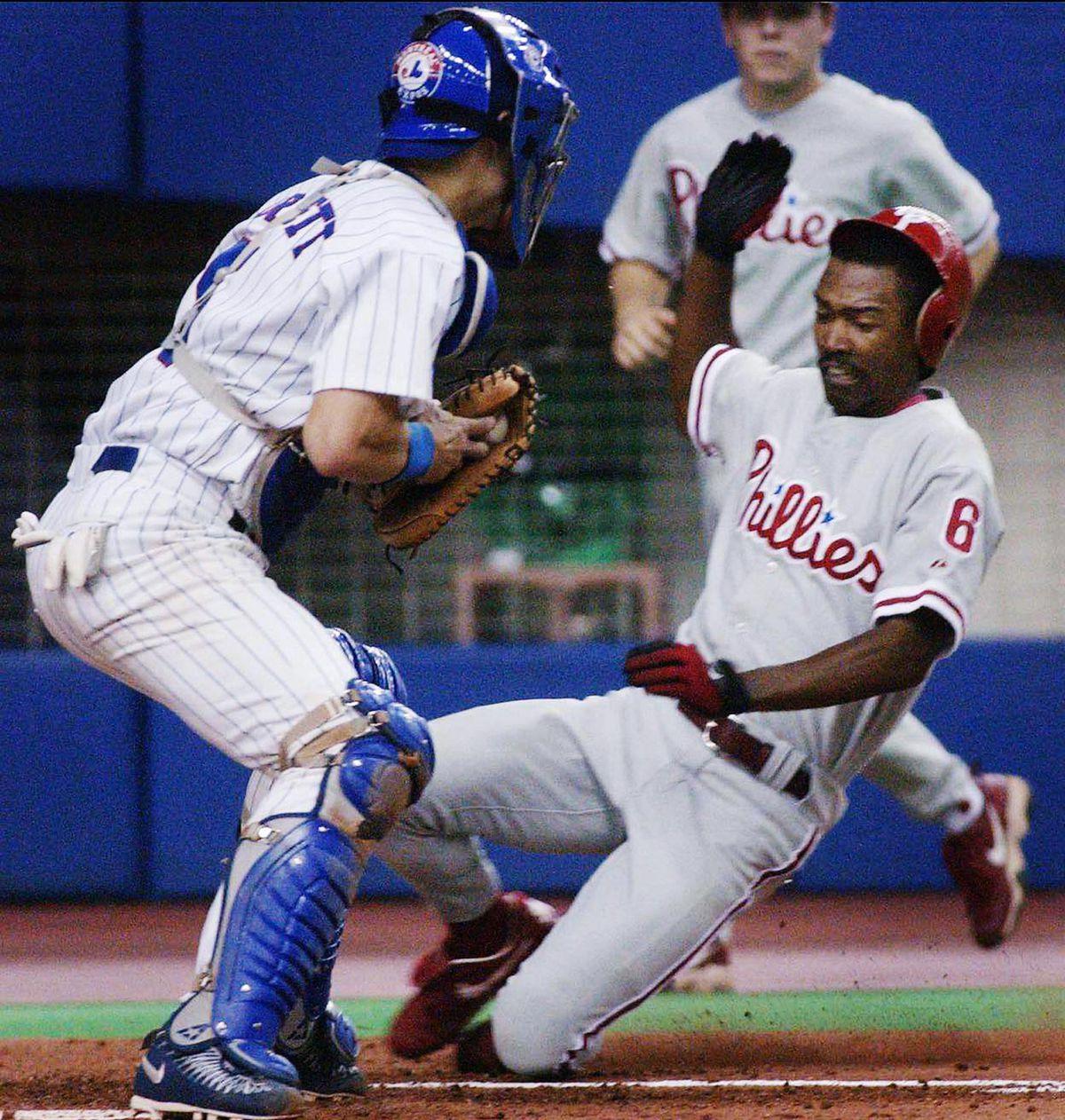 Philadelphia Phillies' Doug Glanville (R) beats Mo