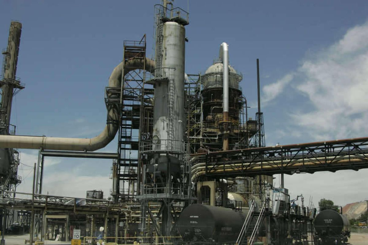 Opponents of a proposed expansion at the Tesoro Refinery voiced their concerns to the state Division of Air Quality.