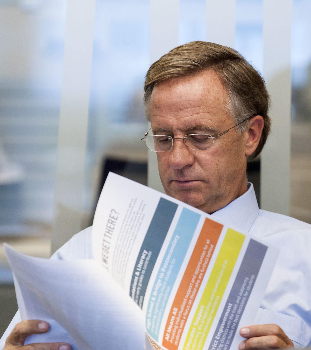 Gov. Bill Haslam reviews the five-year plan during a meeting with top Department of Education officials on Sept. 23.