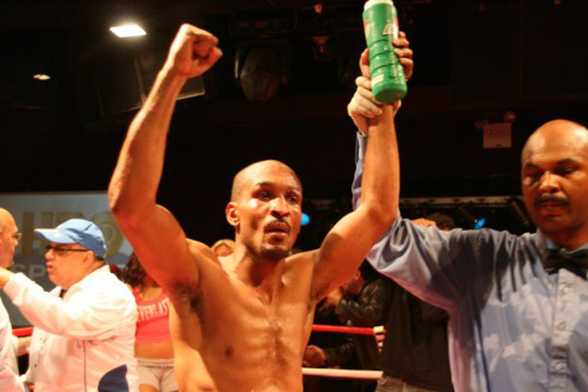 """Randall Bailey looks to take a 140-pound title from Juan """"Iron Twin"""" Urango tonight in Florida. (Photo via <a href=""""http://www.diamondboxing.com/images/bwb39.jpg"""">www.diamondboxing.com</a>)"""