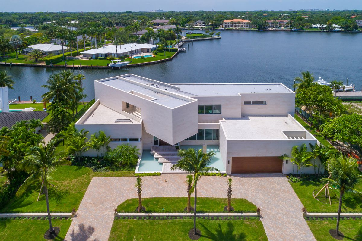 Extraordinary Spec Home In Coral Gables With Floating
