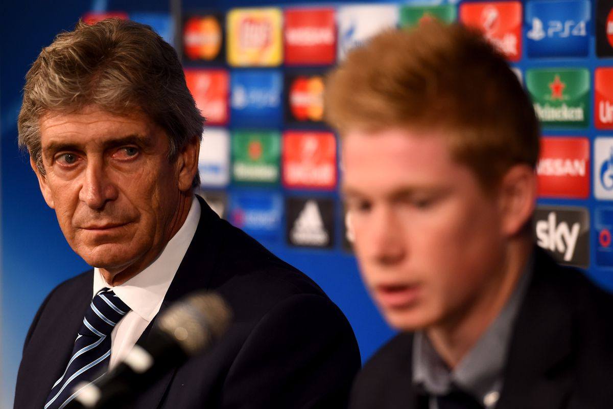 Head coach Manuel Pellegrini is seen next to Kevin de Bruyne during a Manchester City press conference on the eve of the UEFA Champions League groupe D match against Borussia Moenchengladbach at Borussia-Park on September 29, 2015 in Moenchengladbach