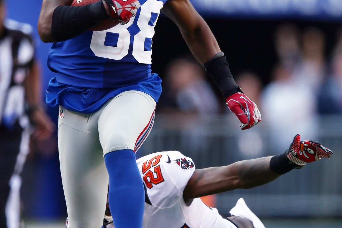 EAST RUTHERFORD, NJ - SEPTEMBER 16:  Hakeem Nicks of the New York Giants carries the ball as  Aqib Talib of the Tampa Bay Buccaneers on September 16, 2012 at MetLife Stadium in East Rutherford, New Jersey. (Photo by Elsa/Getty Images)
