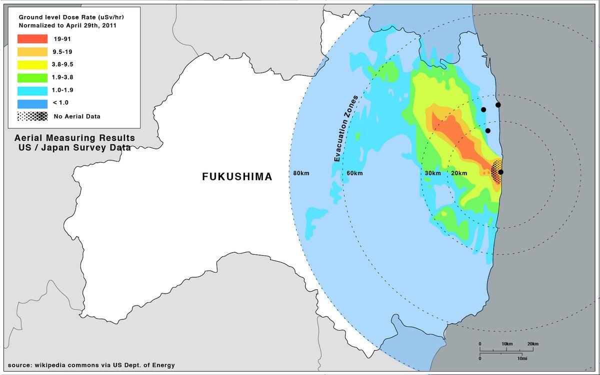 Une carte montrant la contamination du sol à Fukushima résultant de la catastrophe du 11 mars 2011, et comment elle se compare aux zones d'évacuation mises en place par le gouvernement.