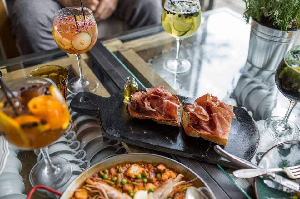 cocktails and ham on toast