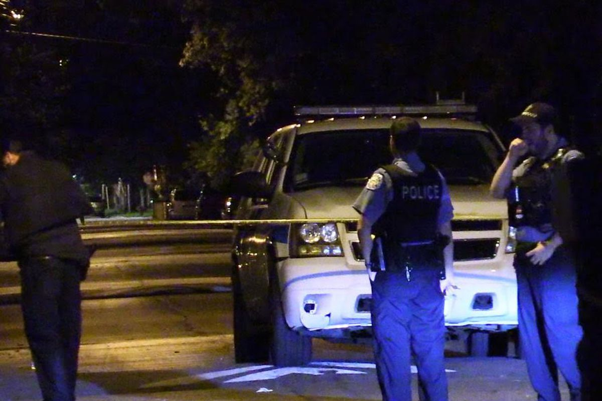 Police investigate a shooting about 2:30 a.m. Thursday, July 26, 2018 in the 5200 block of South Peoria Ave in Chicago.   Justin Jackson/ Sun-Times