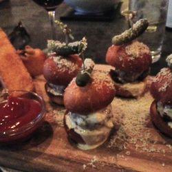 "The Veritas burgers by <a href=""https://twitter.com/TropicoF0x/status/323989956580241409/photo/1"">@tropicoF0x</a>."