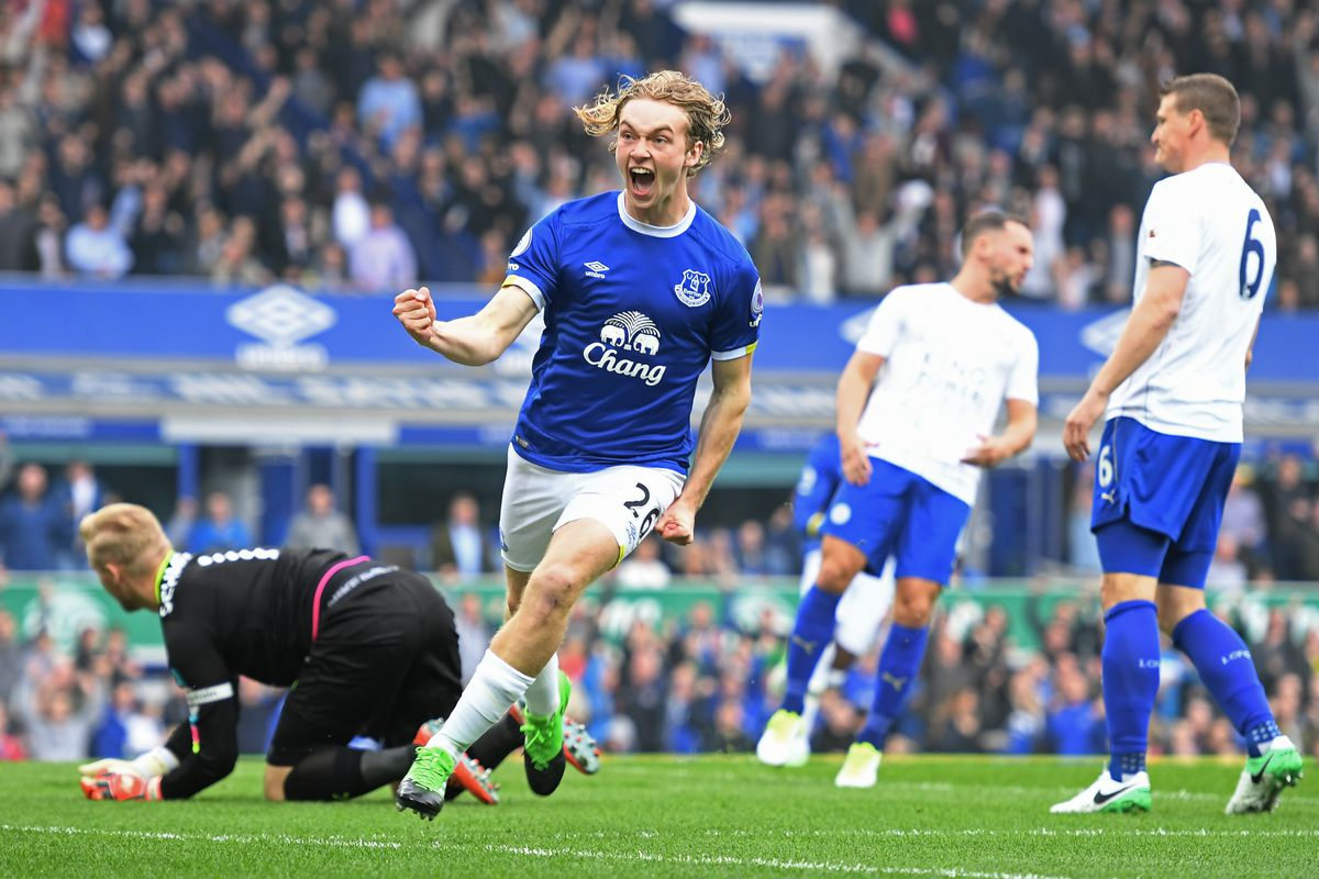 Wayne Rooney hits victor  as Everton start with a win