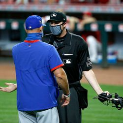 A masked David Ross and umpire Nic Lentz have a discussion, August 29