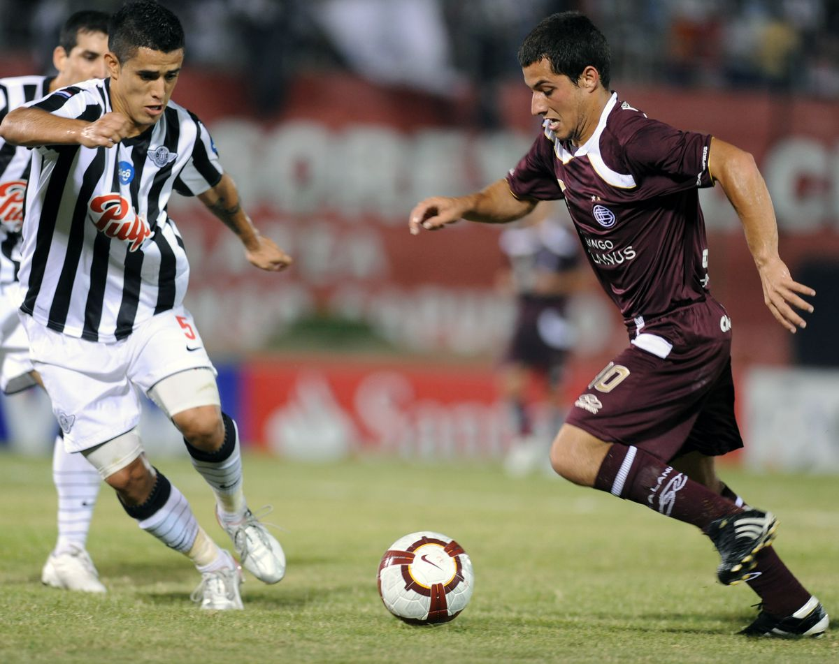 Sebastian Blanco (R) of Argentina's Lanu