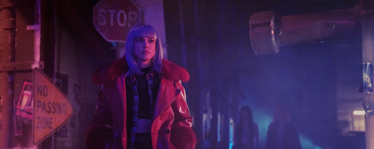 Matilda Anna Ingrid Lutz, more or less dressed as Joi from Blade Runner 2049, in Zone 414
