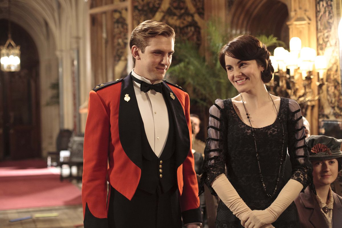 """In season one of """"Downton Abbey,"""" Matthew (Dan Stevens) and Lady Mary (Michelle Dockery) take up the cause for England as World War I rages."""