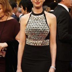"""""""<strong>Anne Hathaway</strong>. Now, I know everyone all night kept calling her  """"Disco Ball Anne,"""" but I dug the look on her. I loved how the appropriate amount of detailing was at the top, and the rest was simple at the bottom. It looked youthful, vib"""