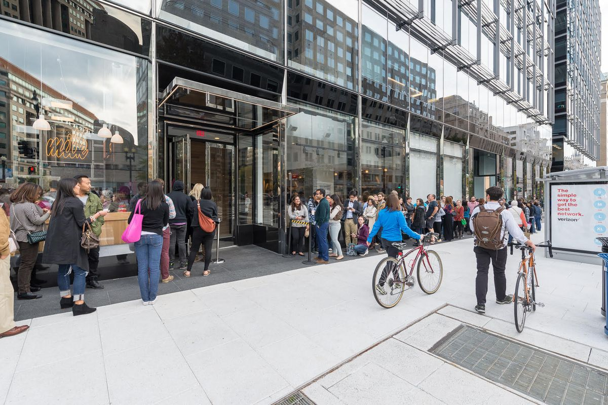 Lines outside Momofuku CCDC on opening day in November 2015