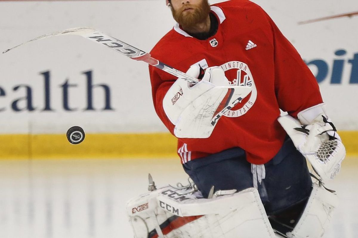 Caps Goalie Braden Holtby Is Outplaying The Knights Marc Andre Fleury Chicago Sun Times