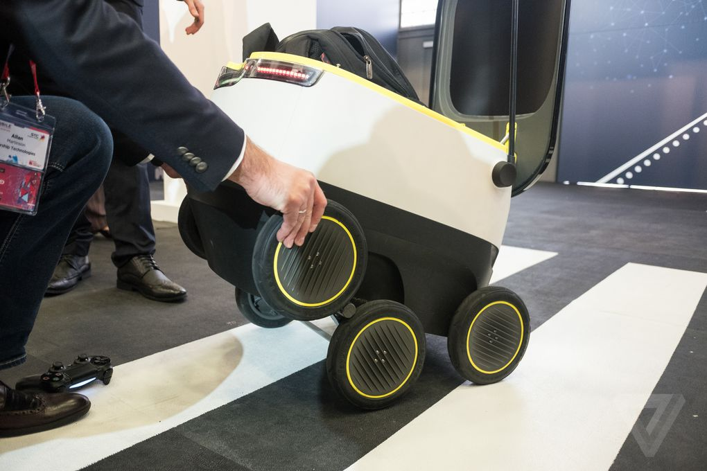 Best Robots For Kids >> Hanging out with the adorable Starship delivery robot ...