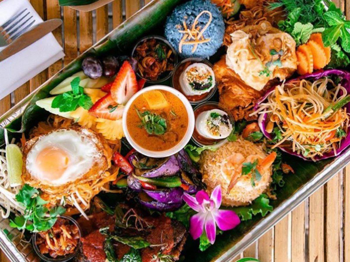 Lao table set at Daughter Thai