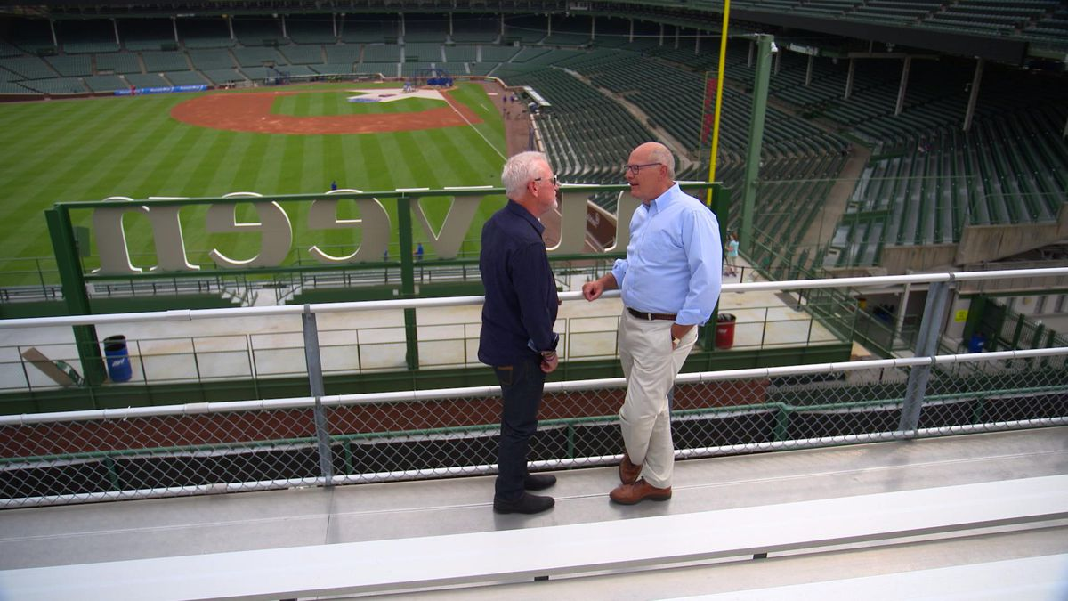 Maddon speaks with Smith at Wrigley Field. | NBC News