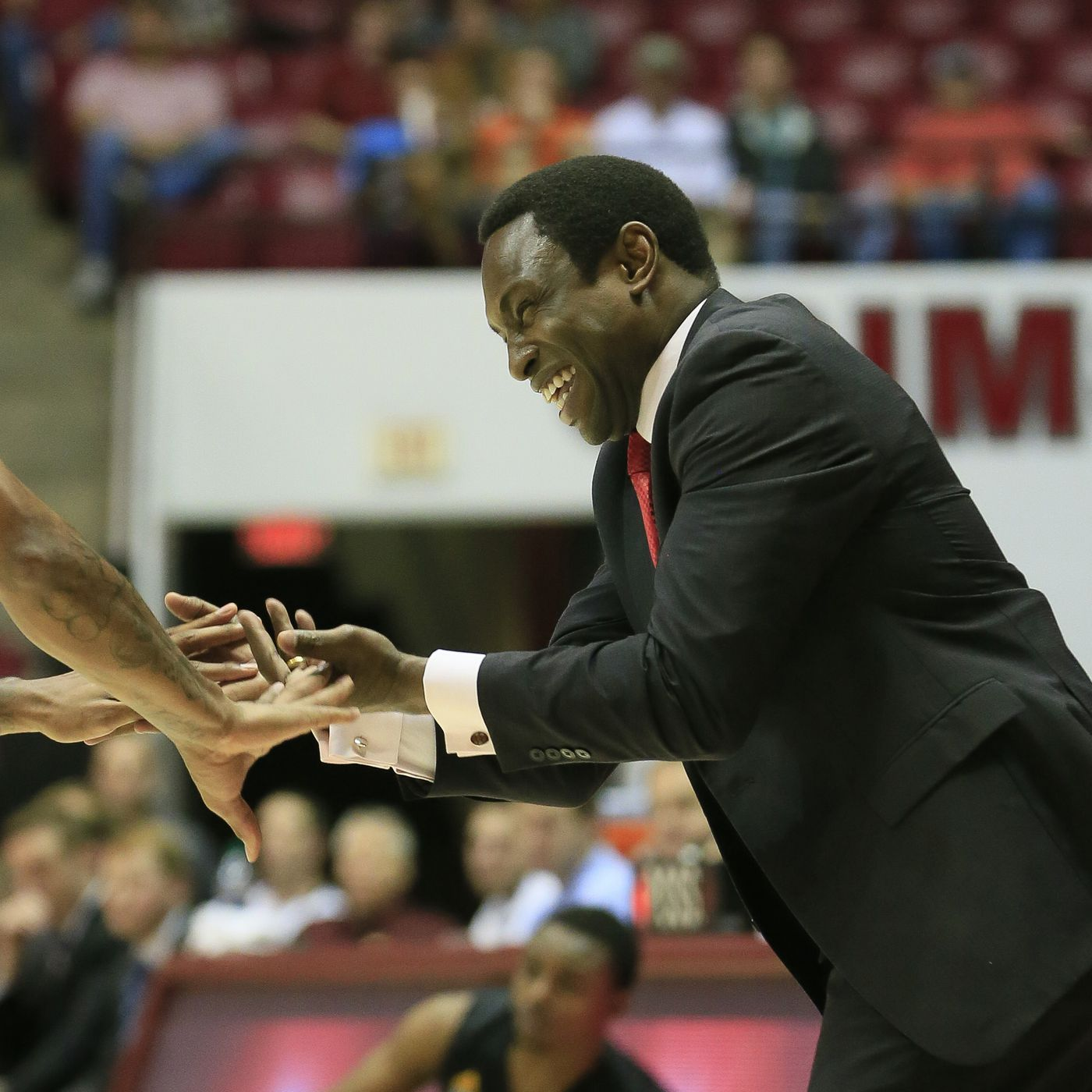 Alabama Basketball shows out in Canada - Roll 'Bama Roll