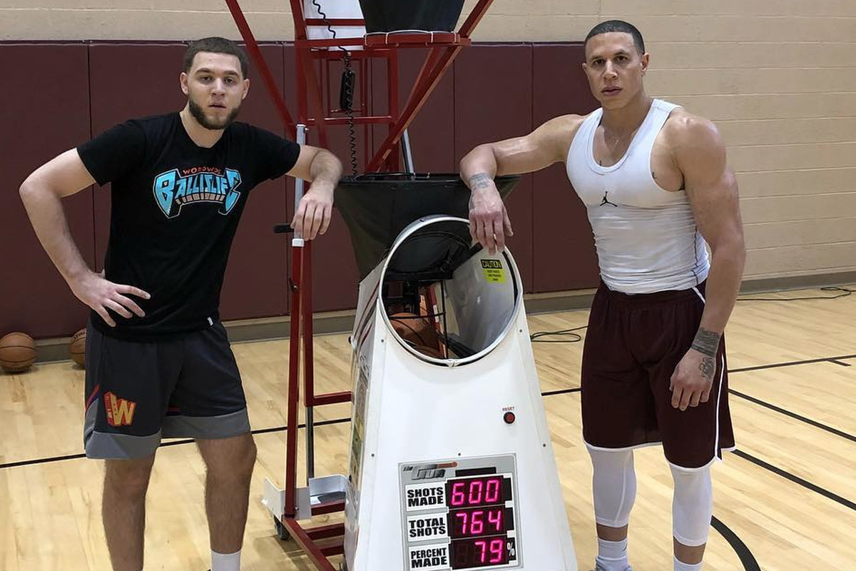 Dwyane Wade, Twitter reacts to Mike Bibby's jacked photo - Chicago