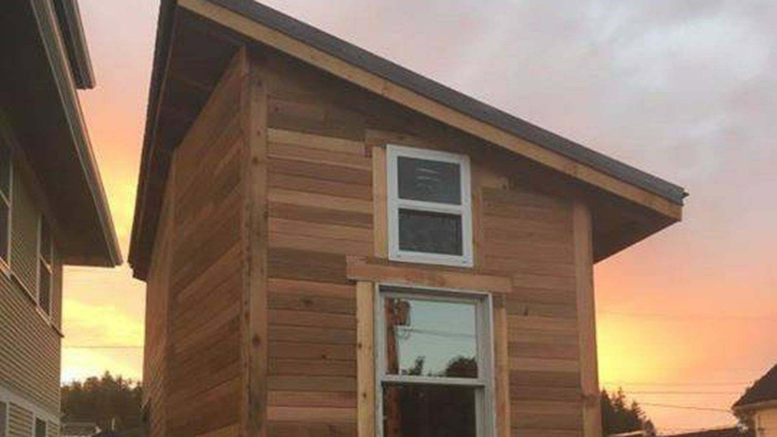 Craigslist Com Philadelphia >> Wrap this $20K Burlington tiny house in a big red bow - Curbed Seattle