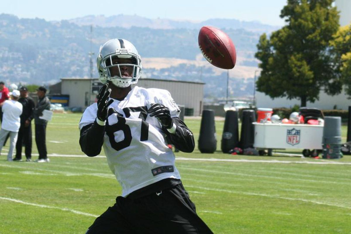 Oakland Raiders receiver Travionte Session at Raiders minicamp