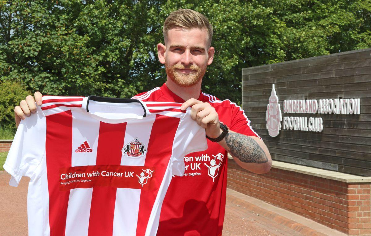 Sunderland Unveil New Signing Lee Burge