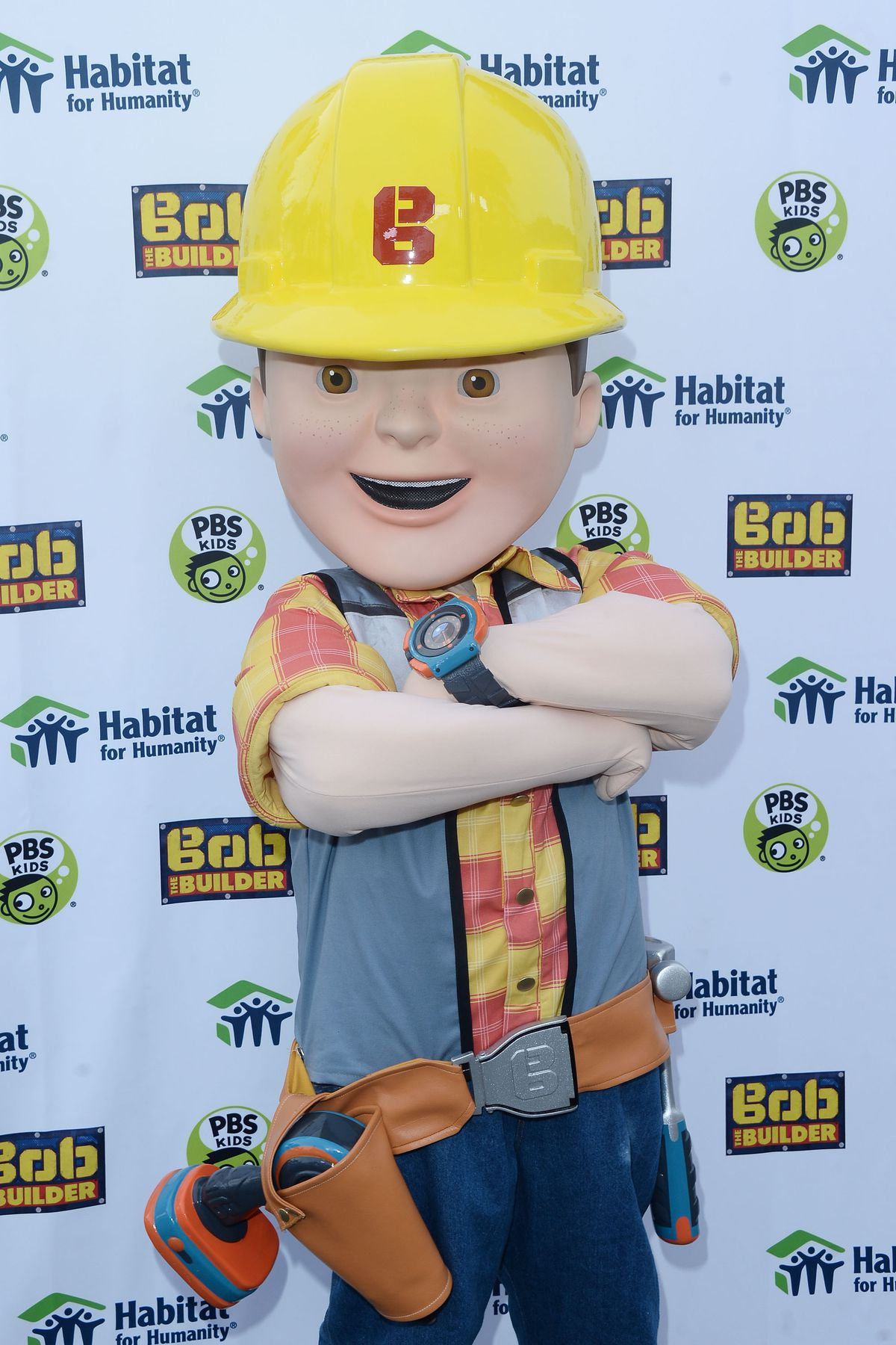 Mario Lopez And Bob The Builder Help Habitat For Humanity Build Home For Los Angeles Family