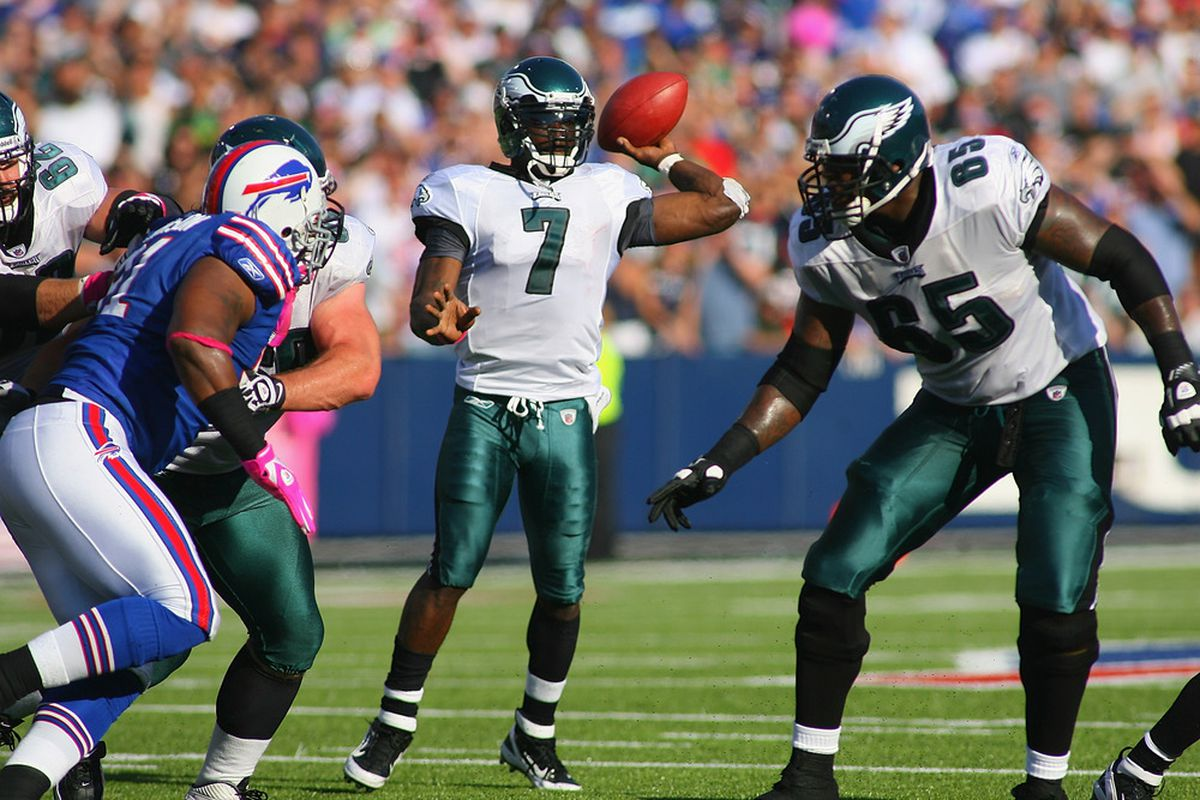 ORCHARD PARK, NY - OCTOBER 09: Michael Vick #7 of the Philadelphia Eagles throws a pass against the Buffalo Bills at Ralph Wilson Stadium on October 9, 2011 in Orchard Park, New York. Buffalo won 31-24.  (Photo by Rick Stewart/Getty Images)