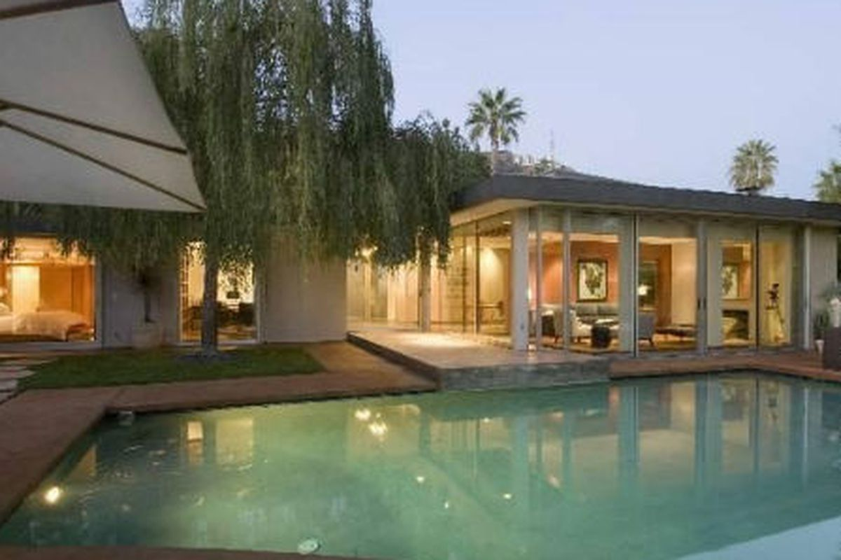 """Image via <a href=""""http://www.redfin.com/CA/Los-Angeles/2613-Lake-Hollywood-Dr-90068/home/7128451"""">Redfin</a>"""