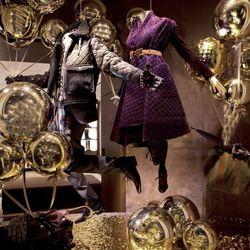 "Like a 21st century Mary Poppins. <a href=""http://www.windowswear.com/image/6178/"">Burberry, London, November</a>"