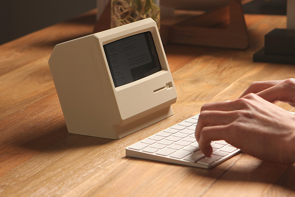 This Retro Mac-shaped IPhone Stand Looks Nice, But Is Kind