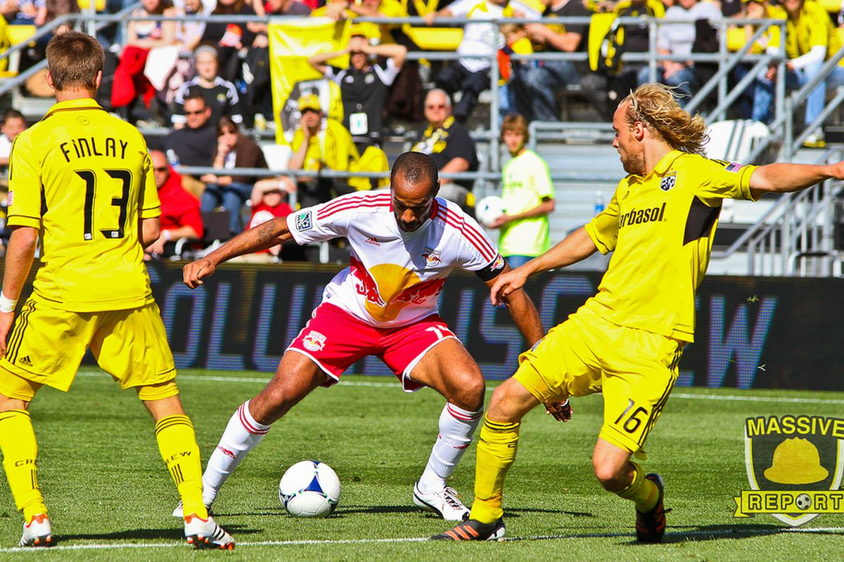 Thierry Henry against the Crew defense (Photo by Sam Fahmi / Massive Report)