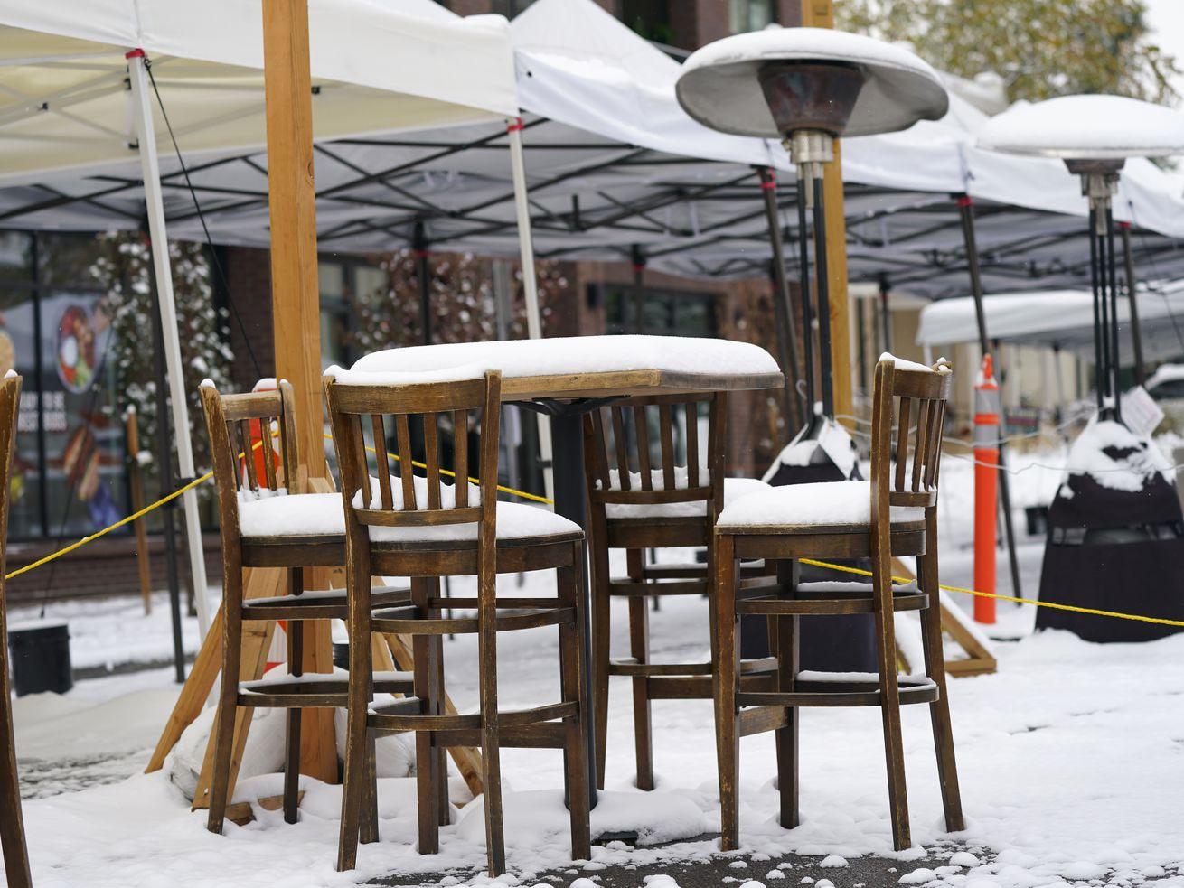 Will Chicagoans keep going to bars and restaurants now that they can offer only outdoor service?