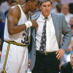 Karl Malone and coach Jerry Sloan confer on Aug. 18, 2005.