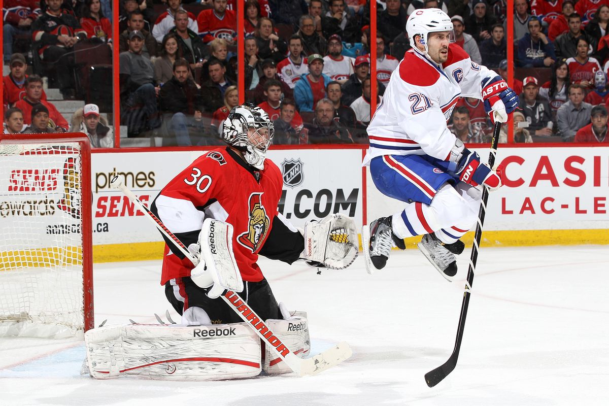 Brian Gionta jumping is only slightly taller than Ben Bishop on his knees