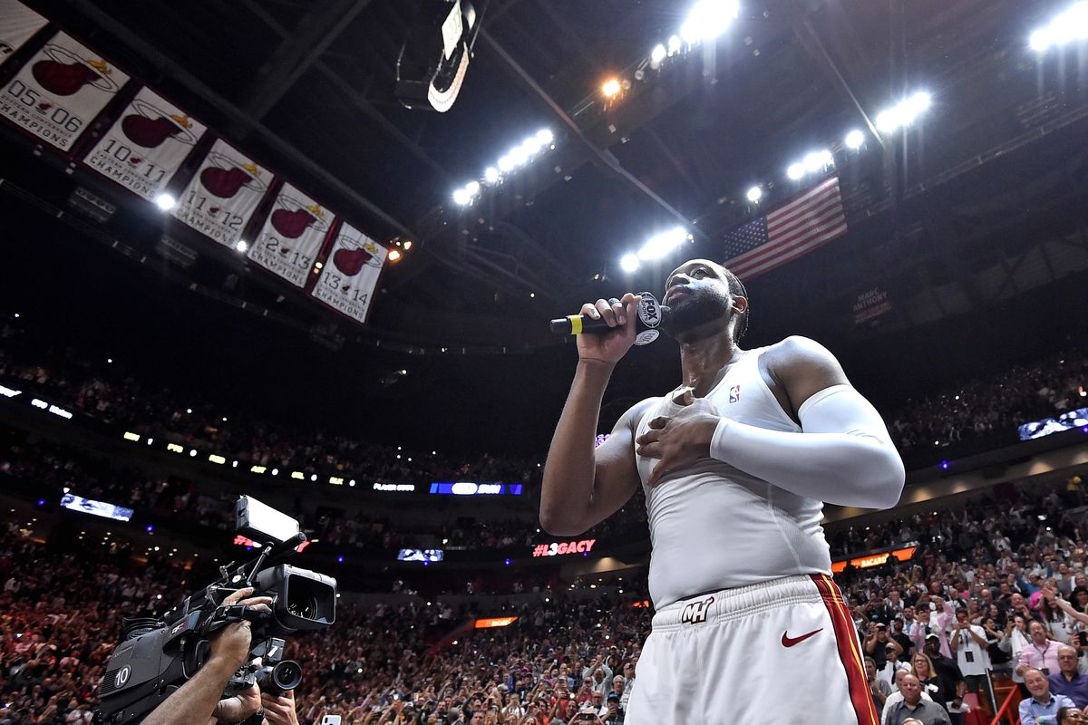 Dwyane Wade scores 30 in emotional farewell night at home to lead