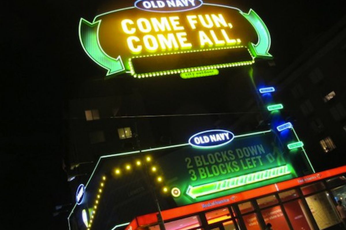 """Image via <a href=""""http://www.boweryboogie.com/2012/07/old-navy-billboard-on-east-houston-is-alive/"""">Bowery Boogie</a>"""