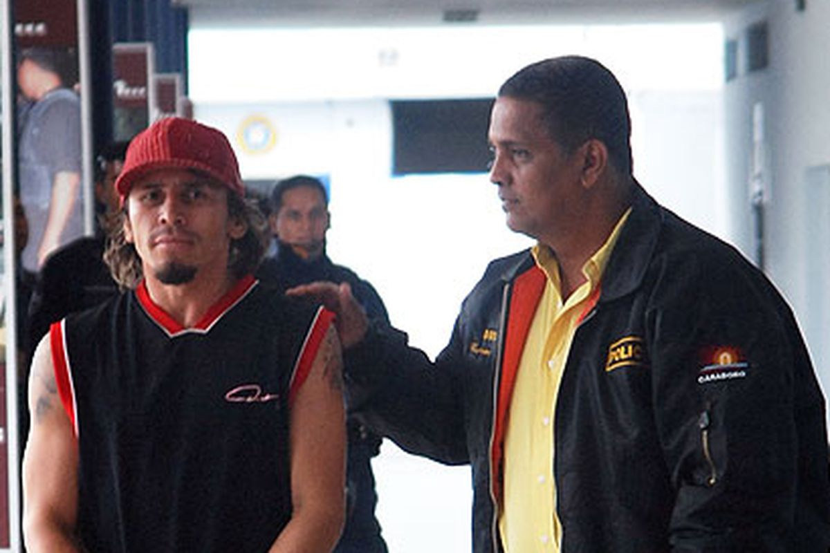 Edwin Valero's troubled life came to an end this morning in Venezuela, as the fighter who murdered his wife committed suicide in his jail cell. (AP Photo)