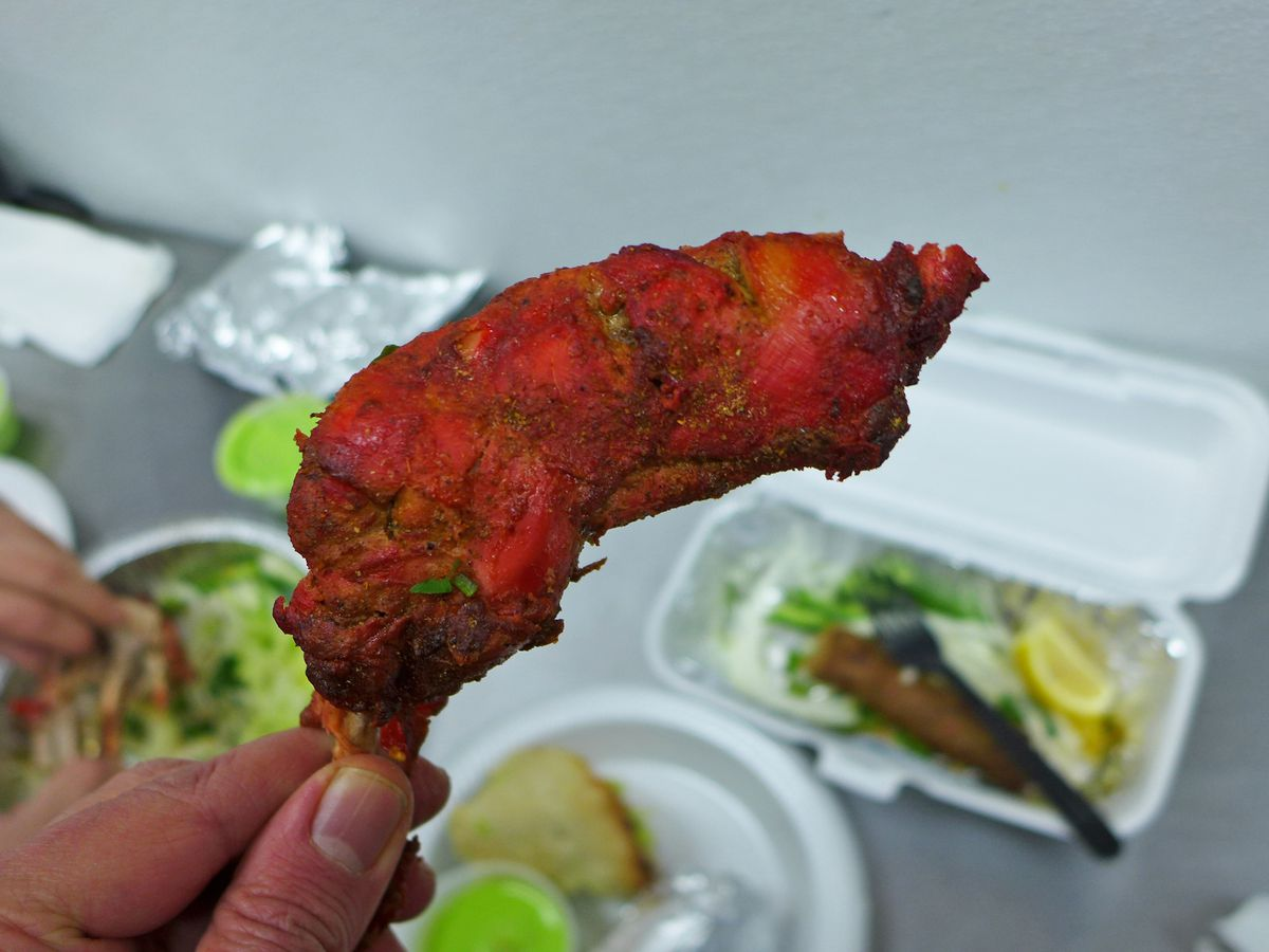 This may be the metropolitan area's best chicken tandoori.