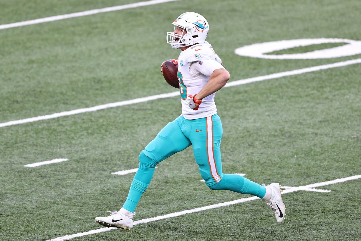 Mike Gesicki #88 of the Miami Dolphins celebrates after a 13-yard touchdown against the New York Jets at MetLife Stadium on November 29, 2020 in East Rutherford, New Jersey.
