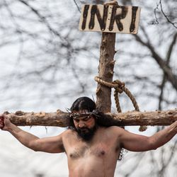 Anthony Macias reenacts Jesus' crucifixion at Harrison Park. | Erin Brown/Sun-Times