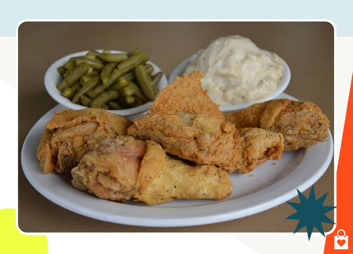 Fried chicken and green beans on a plate