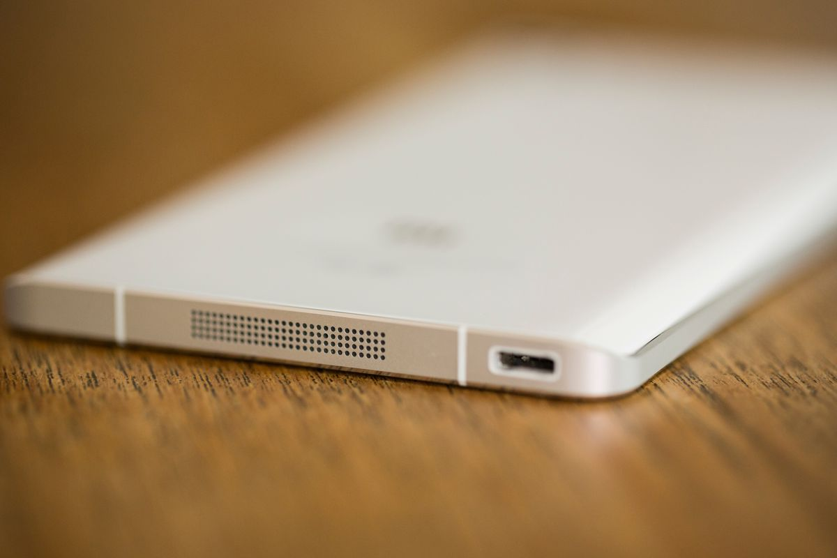 The Mi Note's curved glass back gives it an elegant look.