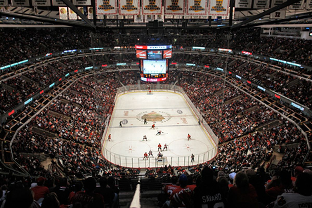 where to eat at united center home of the chicago bulls and