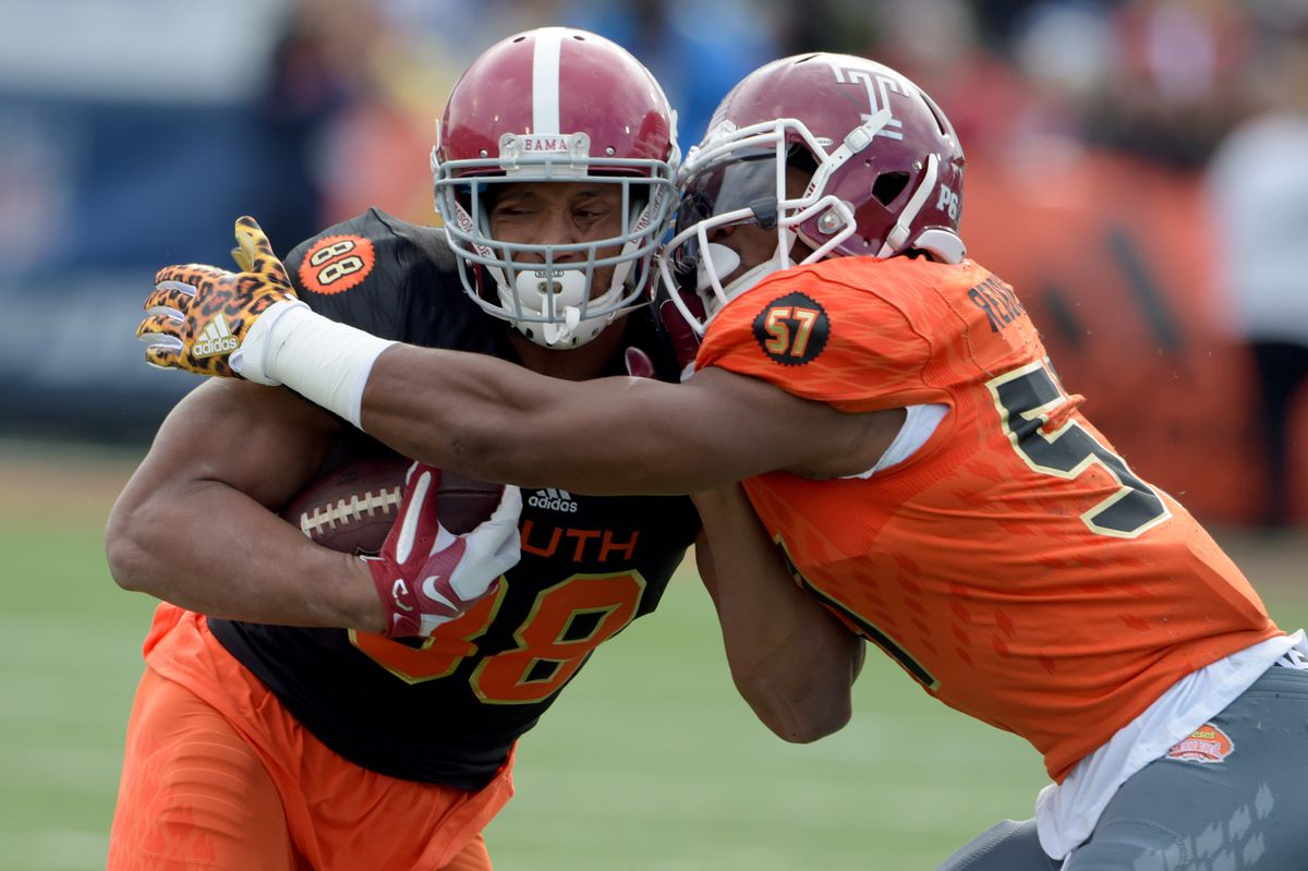 MOBILE, AL - South Team tight end O.J. Howard of Alabama (88) is tackled by North squad linebacker Haason Reddick of Temple (57) after the catch during the 2017 Senior Bowl at Ladd-Peebles Stadium.