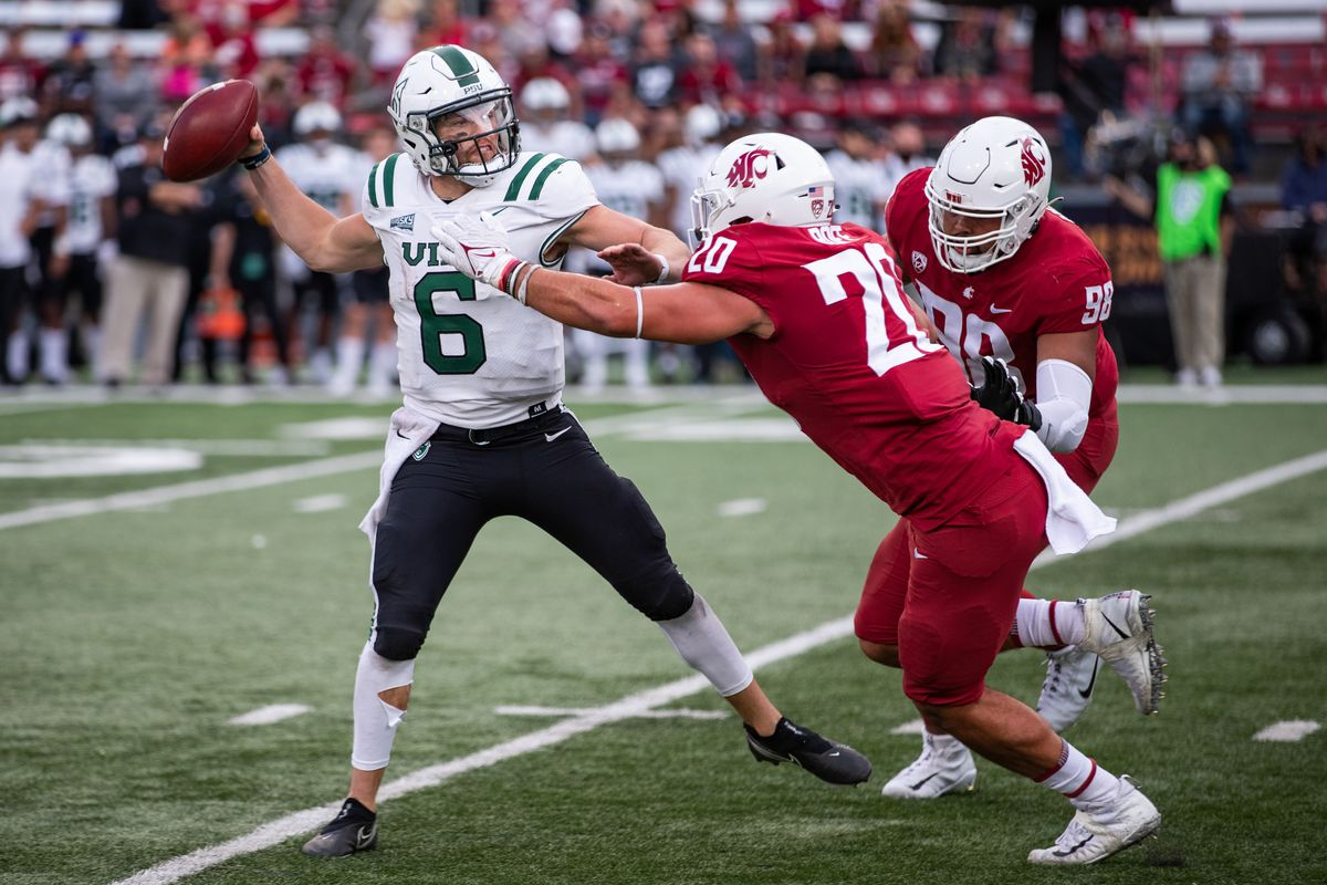 PULLMAN, WA - SEPTEMBER 11: Washington State EDGE Quinn Roff (20) pressures the quarterback during the second half of a non-conference matchup between the Portland State Vikings and the Washington State Cougars on September 11, 2021, at Martin Stadium in Pullman, WA.