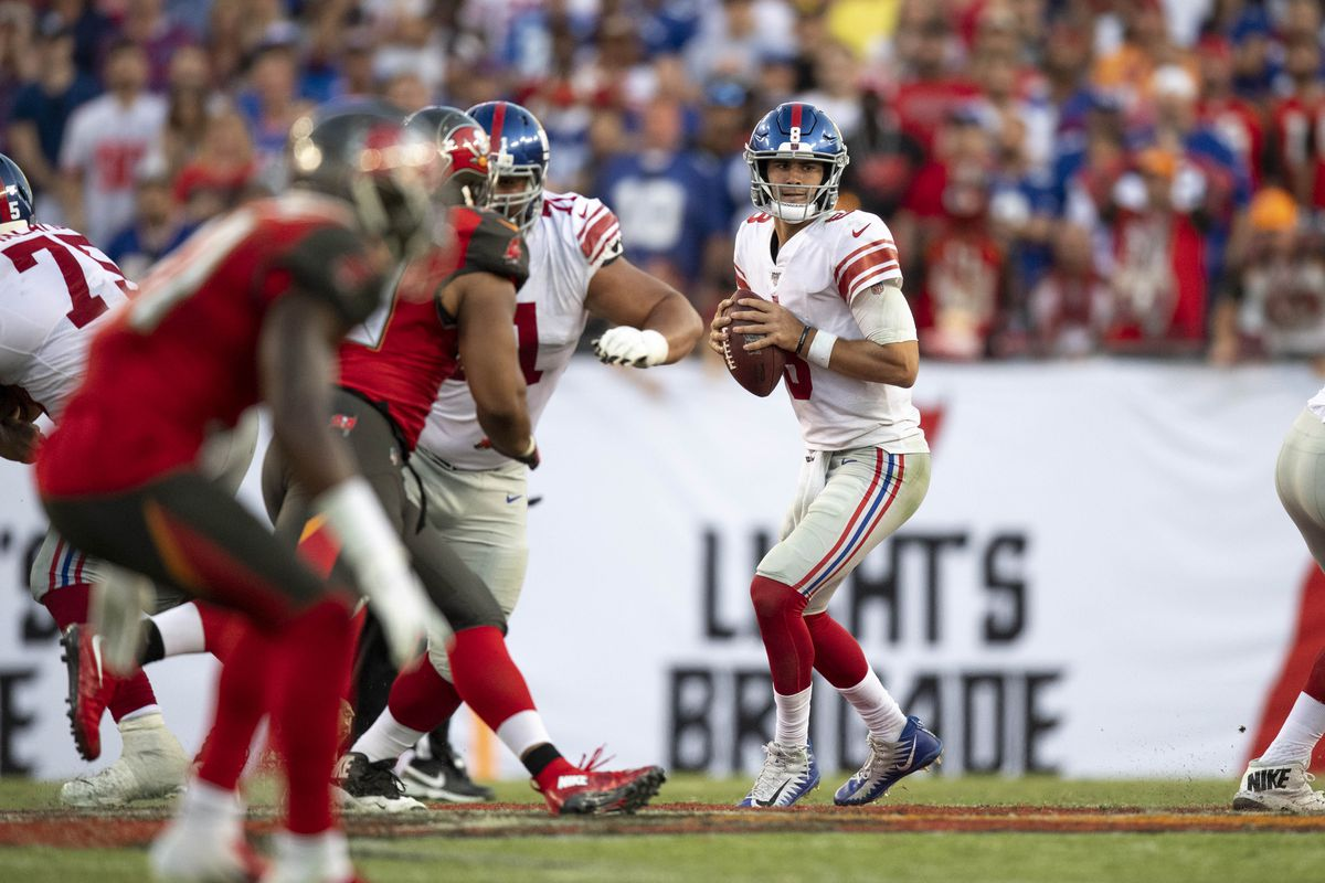 New York Giants quarterback Daniel Jones drops back to pass the ball against the Tampa Bay Buccaneers during the fourth quarter at Raymond James Stadium.