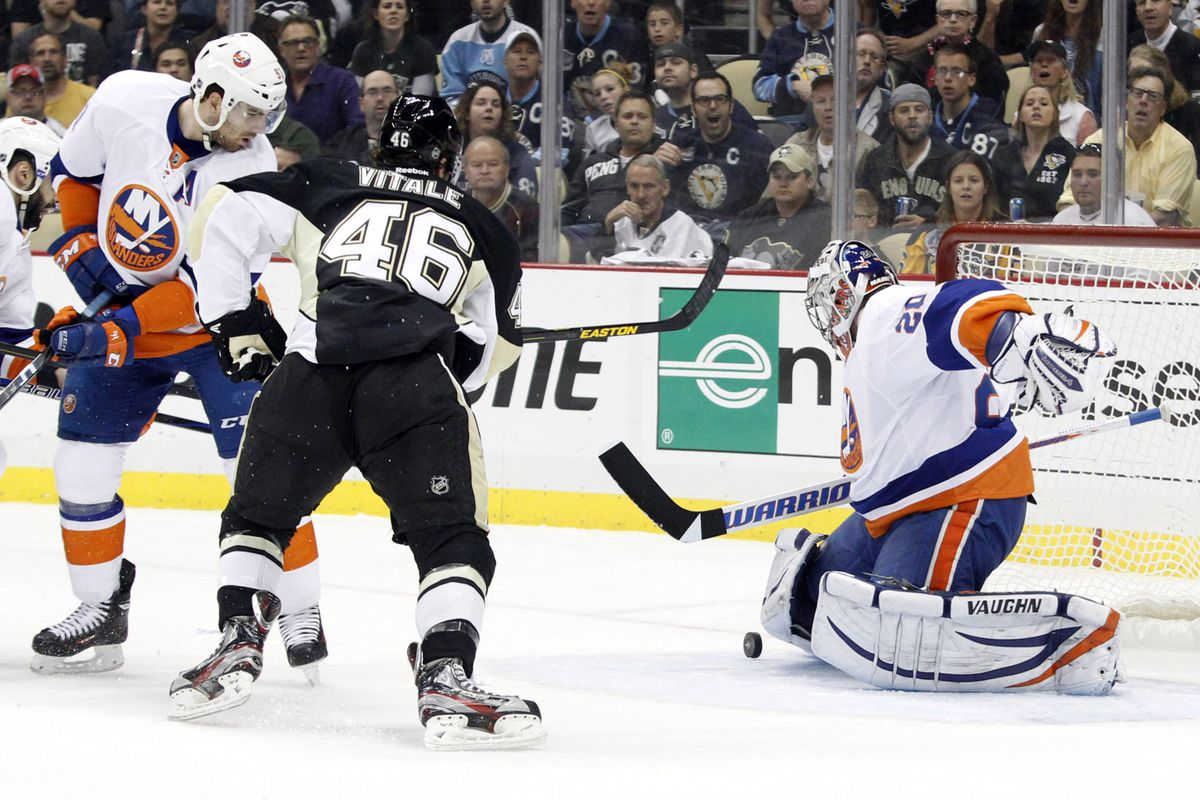 2b5a6b7e195 Islanders vs. Penguins Game 5 Update  Pittsburgh surges to 3-0 lead ...